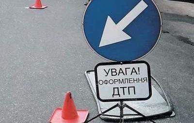 Во Львовской области школьный автобус столкнулся с иномаркой, есть жертвы