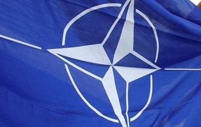 В НАТО предложили Раде изменить Конституцию