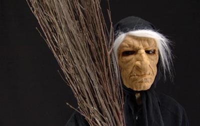 В Болгарии верующие требуют демонтировать скульптуру Бабы Яги
