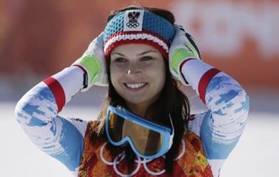 Австрийская горнолыжница на пределе сил выиграла супергигант