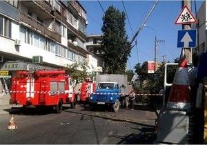 В центре Севастополя упавший вяз перегородил улицу на пять часов