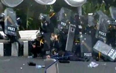 В столкновениях в Бангкоке погиб полицейский