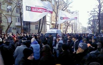 Активисты разграбили аптеку на Институтской