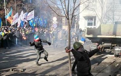 Во время столкновений в Киеве ранены две женщины