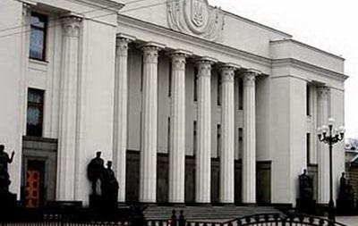 Сотрудники ВР массово покидают здание парламента - источник