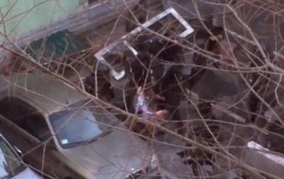 Силовики избивают лежачего участника протестов
