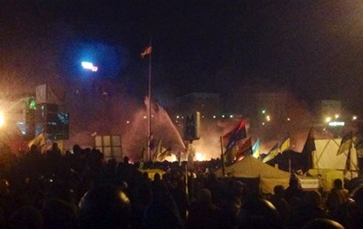 Беркут продолжает штурмовать Майдан