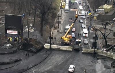 На Грушевского в районе стадиона Динамо появился бетонный забор