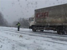 Запад Украины - погода - западные области - дороги - В пяти областях Украины ограничено движение транспорта из-за снега и метелей