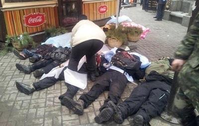 На Майдан движется военная техника, в центре города лежат трупы