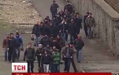 Сторонников власти выводят из Мариинского парка