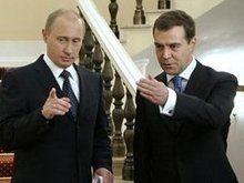 Медведев по рейтингу обогнал Путина