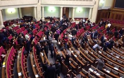 Депутаты встретили гимном возвращение к Конституции 2004