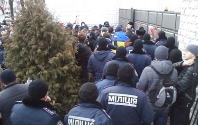 В Харькове к месту сбора активистов Евромайдана прибыл автобус с Беркутом