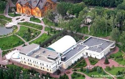 В Межигорье съезжаются люди посмотреть, как жил Янукович
