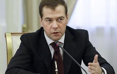 Медведев не знает, где находится Азаров