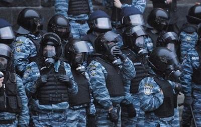 В Симферополе Беркут забаррикадировался на базе с оружием и не подчиняется Киеву