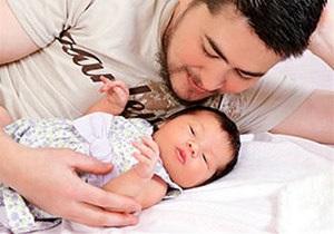 Первый в мире беременный  мужчина  родил третьего ребенка