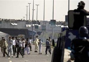 Повышение цен на проезд в городском транспорте вызвало массовые беспорядки в столице Пакистана