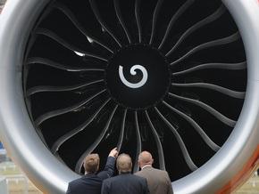 Перед взлетом в парижском аэропорту у самолета загорелся двигатель: шестеро пострадавших