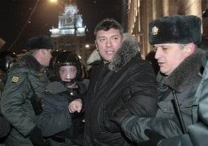 Милиция неожиданно увезла Немцова из СИЗО