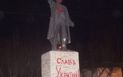 В Красноярске на памятнике Ленину написали Слава Україні