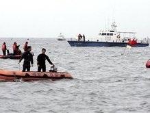 На побережье Кореи обрушились гигантские волны: восемь человек погибли