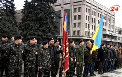 В Запорожье слухи о российских провокаторах сплотили людей возле ОГА