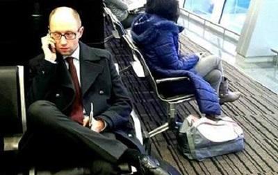 Все члены правительства будут летать в эконом-классах – Яценюк