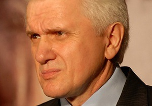 Литвин: Все государственные деятели должны лечиться в Украине