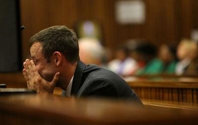Паралимпийского чемпиона, обвиняемого в убийстве, стошнило в суде