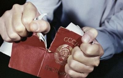 В Крыму неизвестные отбирают и уничтожают украинские паспорта