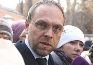 Власенко сообщил главную цель выездного суда над Тимошенко