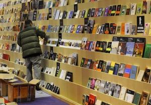 Опрос: Американцы предпочитают покупку книг шопингу и кино