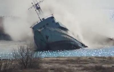 Россияне утопили еще один корабль в бухте Донузлав