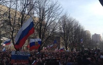 В Донецке пророссийские активисты пикетируют здание МВД