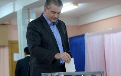 Аксенов с дочерью одним из первых проголосовал на крымском референдуме