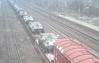В Донецкой области  засекли  ж/д состав с танками и БТР