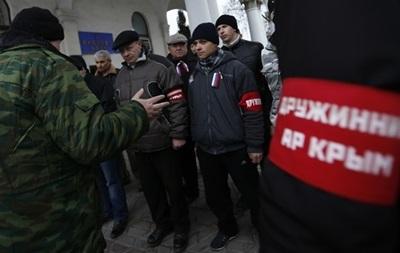 В Крыму один журналист нашелся, но вооруженные люди захватили другого