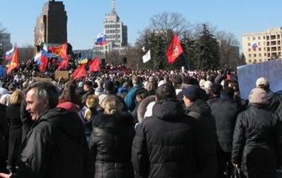 Несколько тысяч человек собрались в Харькове на вече-референдум, несмотря на запрет суда