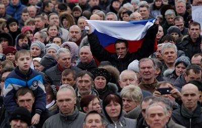 В Днепропетровске несколько сот человек проводят пророссийский митинг, а в Луганске –  народный рефрендум