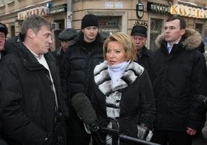 Губернатор Петербурга предлагает сбивать сосульки с крыш лазером
