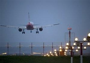 Стюард американского самолета поссорился с пассажирами и покинул лайнер через запасной выход