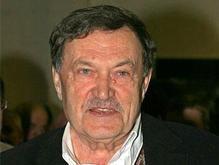 Писатель Василий Аксенов вышел из комы
