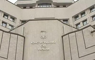 КСУ рассмотрит законность декларации крымского парламента о независимости автономии
