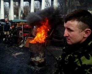 На Грушевского снова горят шины. Активисты требуют встречи с Турчиновым