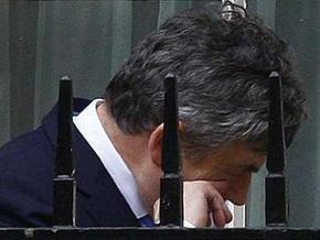 Британский министр труда подал в отставку, призвав Брауна следовать за собой