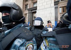 На Майдане задержали инвалида с сине-желтой ленточкой