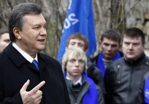 Янукович: Участников акции протеста у стен Кабмина избили переодетые милиционеры