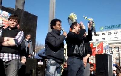 На митинге в Донецке выступал темнокожий оратор из партии Лимонова